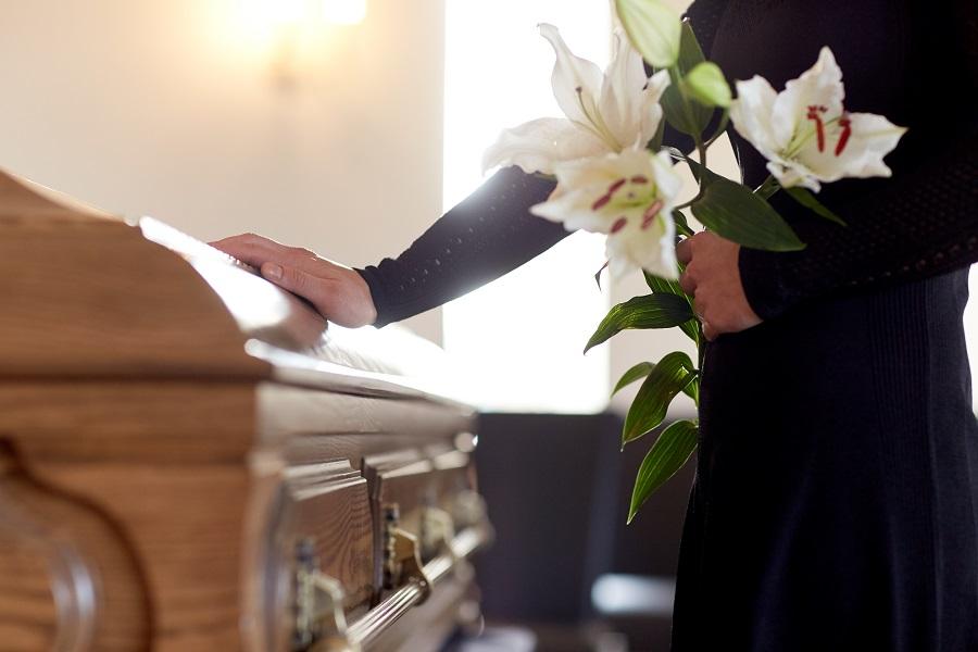 Corona funebre, un sentito omaggio dal profondo significato